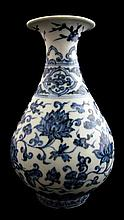 Fine Ming style blue and white glazed porcelain bottle vase