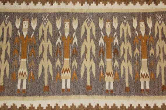 Navajo Rug : Beautiful Earth Tone Navajo Yei Figured Rug #55
