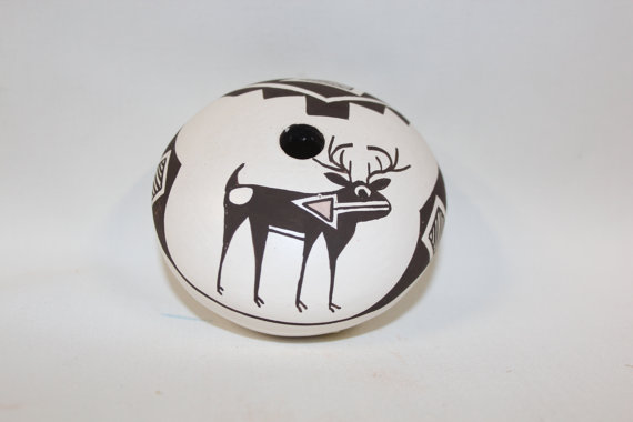 Southwest Pottery : Native American Acoma Pottery Seed Pot, signed by Dolores Lewis #148