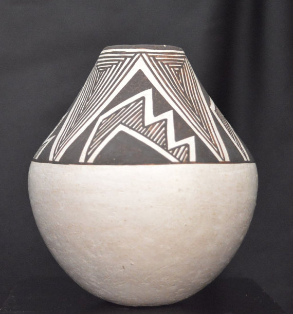 Native American, Acoma Pueblo Pottery Seed Jar, by Lucy Lewis #784