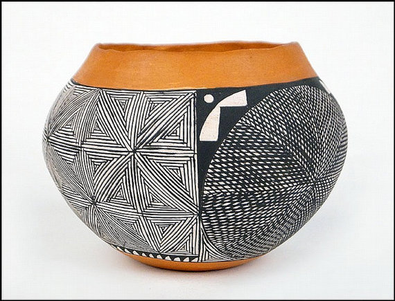 Native American Pottery : Acoma Pottery Jar, signed by I.W. Laguna #39
