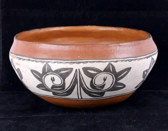 Pueblo Pottery : Vintage Taos Pueblo Pottery Polychrome Bowl #12