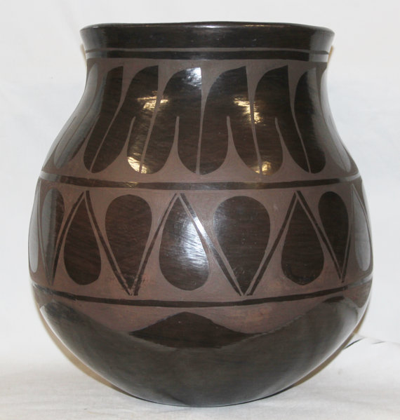 Native American Santo Domingo Black on Black Large Storage Jar by Raphaelita Aguilar, #807