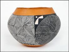 Native American Pottery : Acoma Pottery Jar, signed by I.W. Laguna