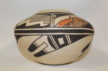 Hopi Pottery : Native American Hopi Pottery Jar, Signed E. Poolheco
