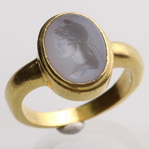 Intaglio Ring with Bust of a Woman in Profile: NO RESERVE