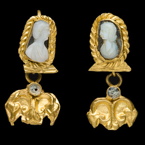 Imperial Roman gold earrings with onyx cameos of female portrait busts