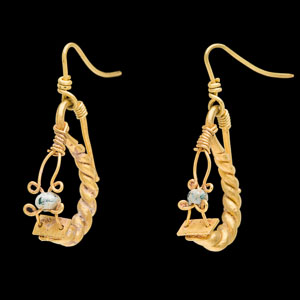 Later Imperial Roman gold Earrings with glass beads