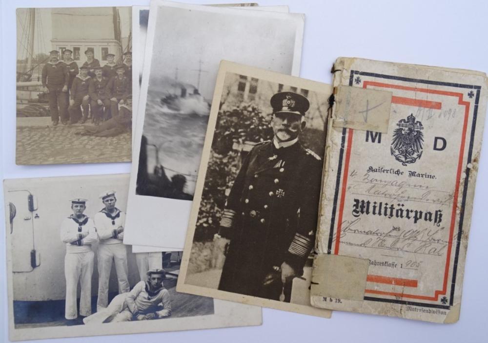 Militär Pass - Kaiserliche Marine, mit Fotos/Postkarten