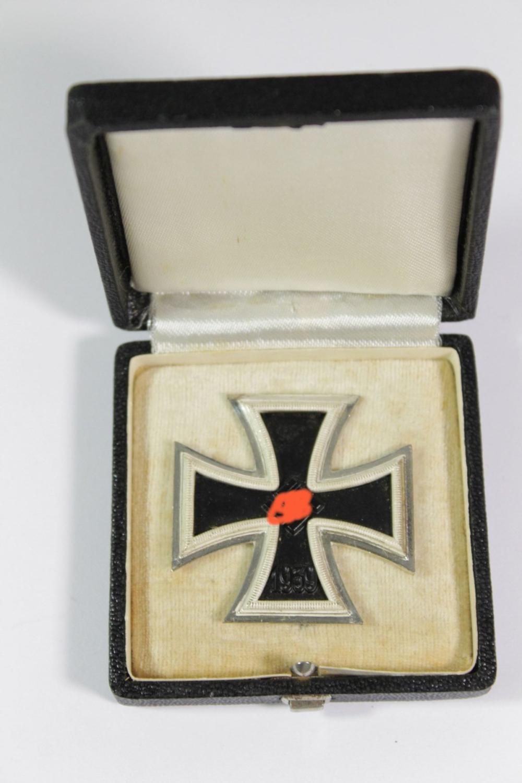 """Eisernes Kreuz 1. Kl. in Etui, 3. Reich, Hersteller """"26"""""""