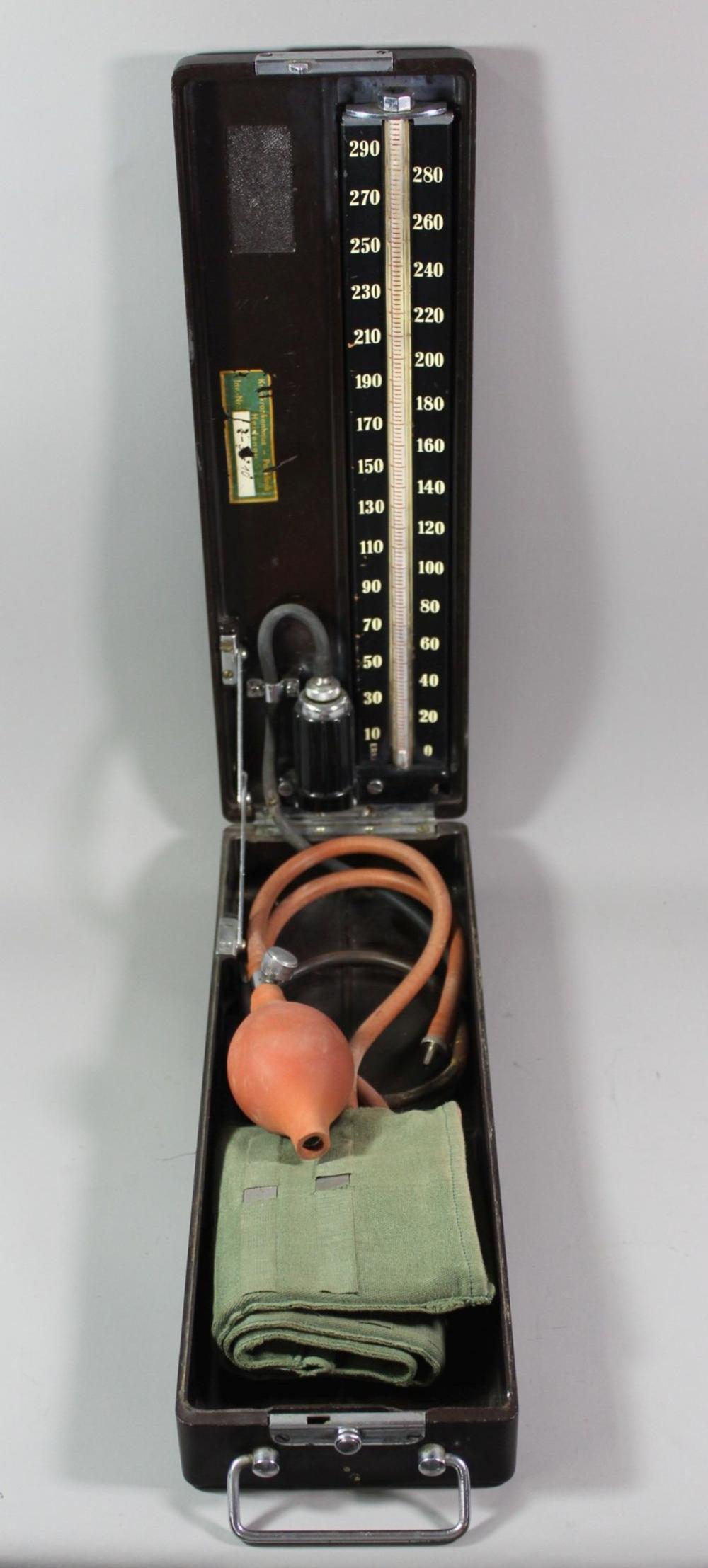 Blutdruck-Messgerät, Bakelitkasten, wohl 20/30er Jahre