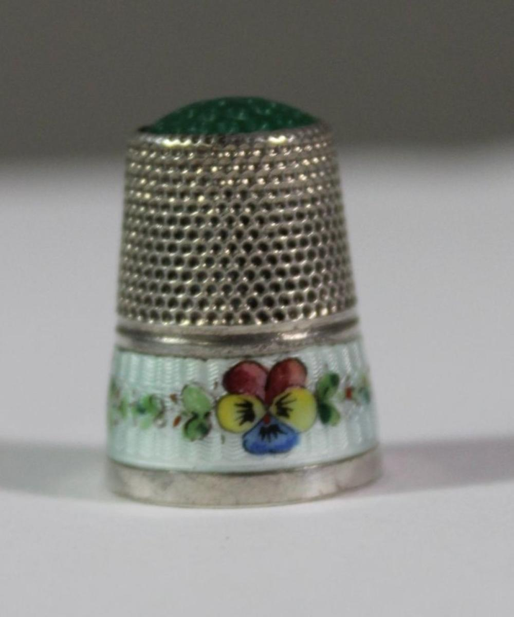 Fingerhut, 800er Silber, teilw. emailiert