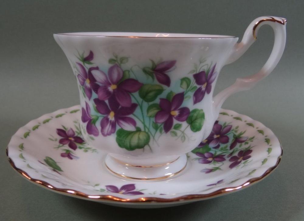 """Monatstasse """"Ferbruary"""" von Royal Albert, violets"""