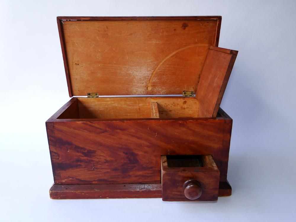 18TH C DECORATED KEEPSAKE BOX