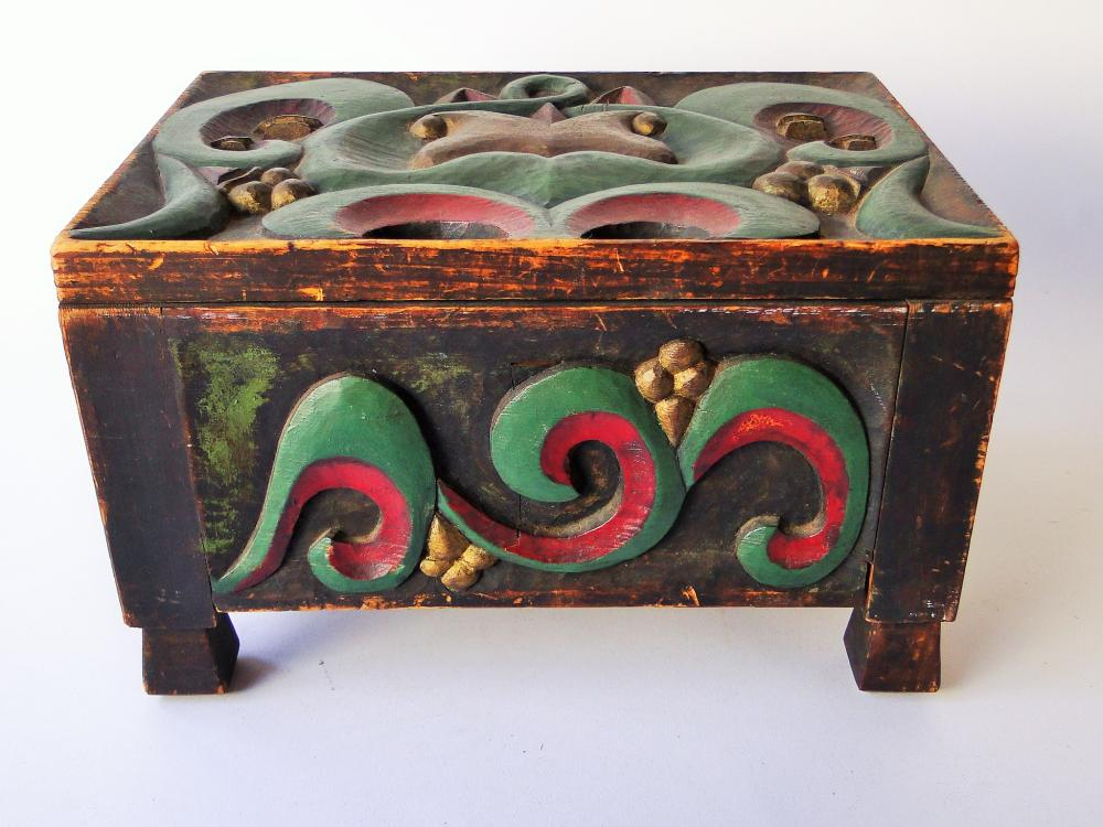 FOLKY CARVED PAINT DECORATED BOX