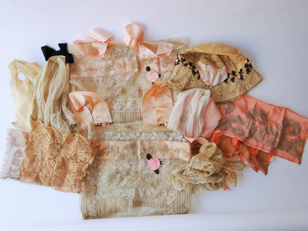 GROUPING OF 18TH C LADIES CLOTHING