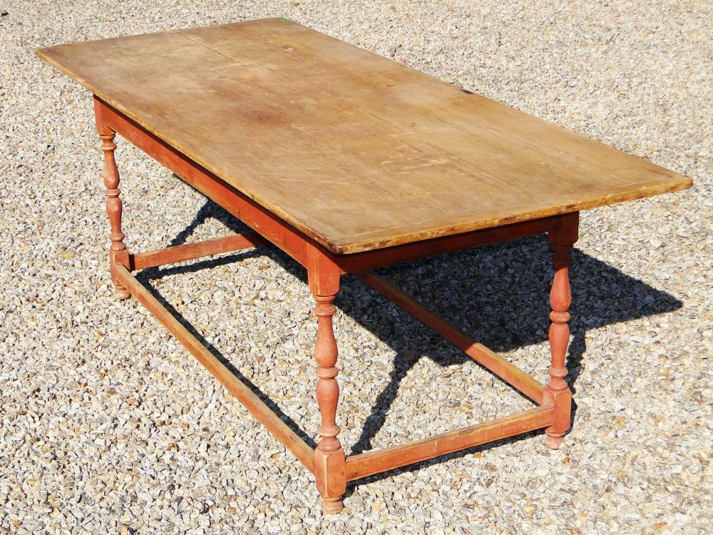 WILLIAM AND MARY STRETCHER BASE DINING TABLE