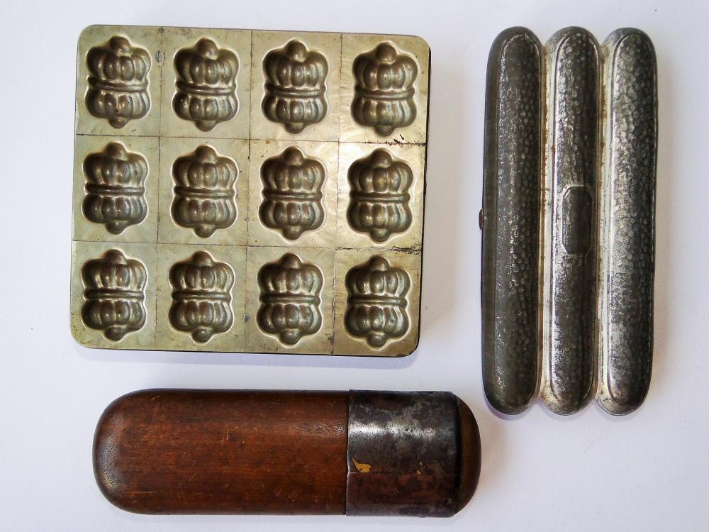 TRAY LOT CIGAR CASE, CHOC. MOLD, SPECTACLES