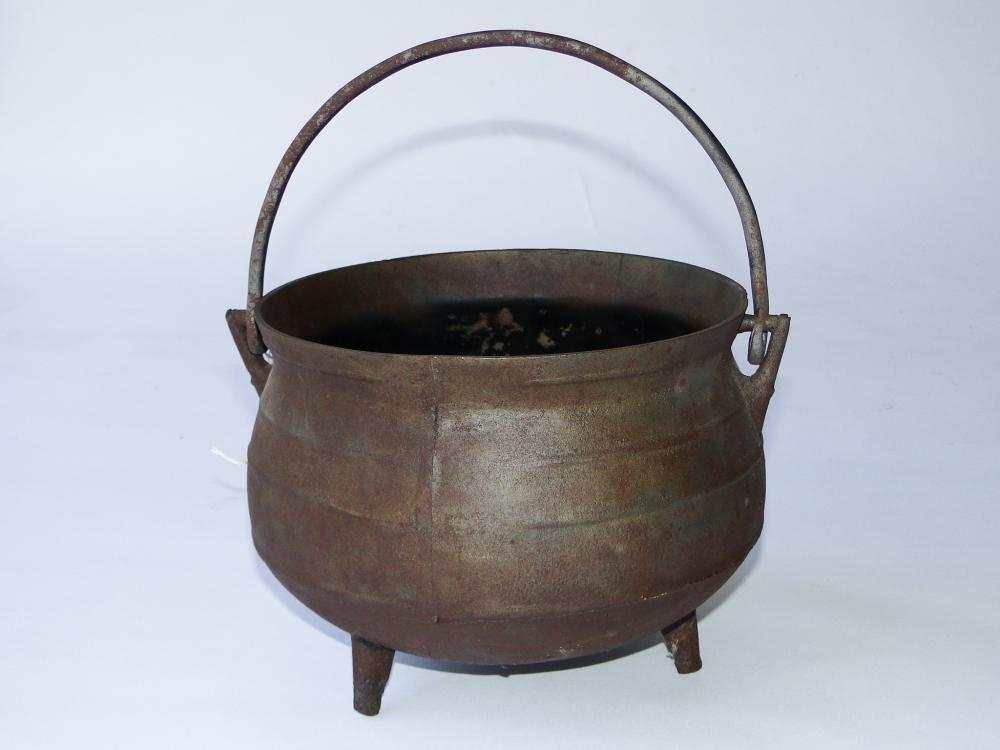 EARLY 19TH C IRON FOOTED POT