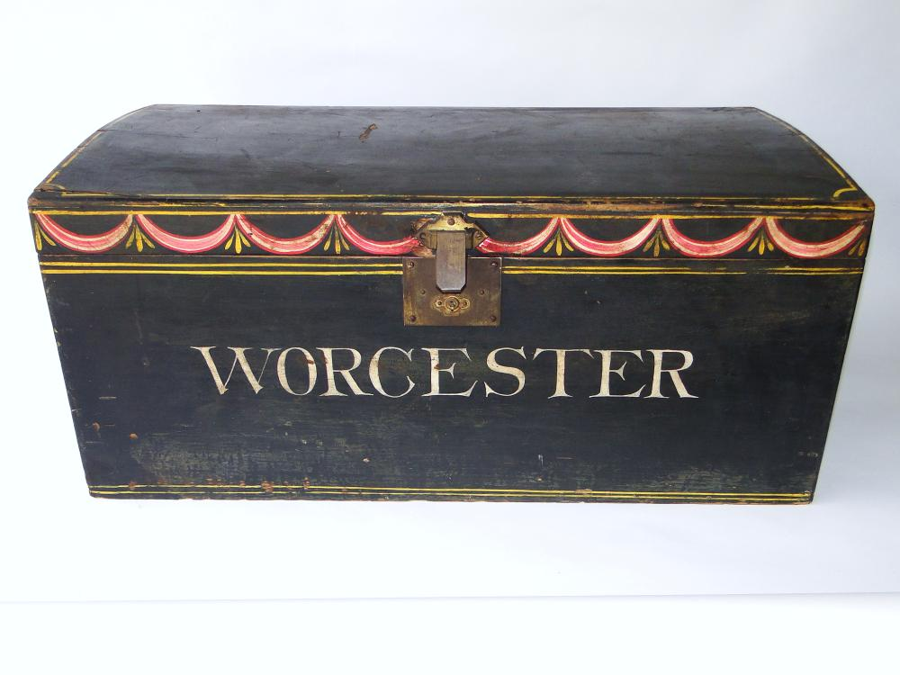 19TH C WORCESTER PAINT DECORATED BOX