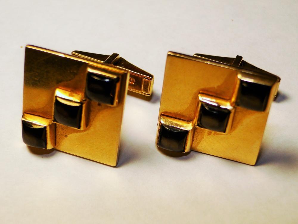 14K GOLD SQUARE CUFFLINKS W/ BLACK STONES
