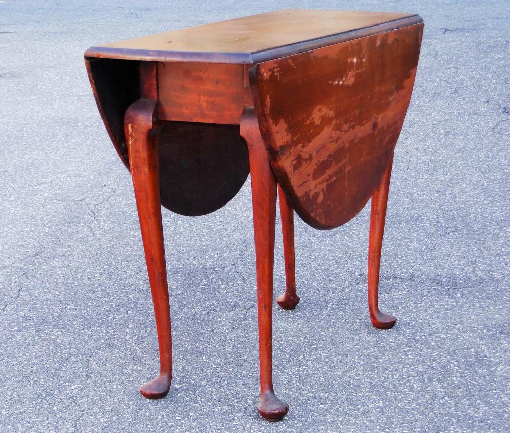 18TH C QUEEN ANNE DROPLEAF TABLE