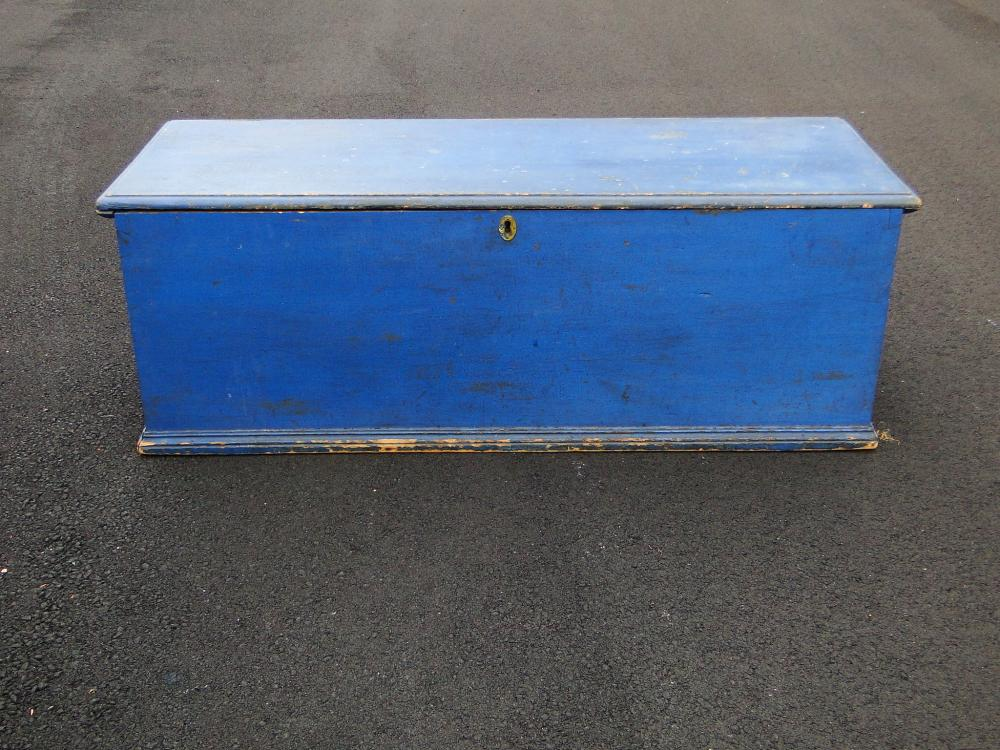 19TH C BLUE BLANKET BOX