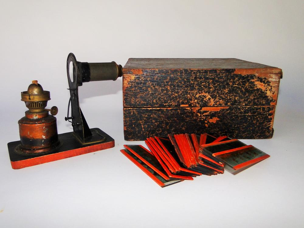 MAGIC LANTERN WITH BOX / SLIDES