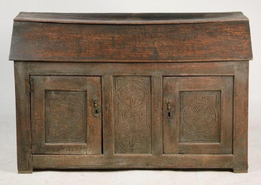16TH C VERY RARE AND EARLY DOLE CUPBOARD