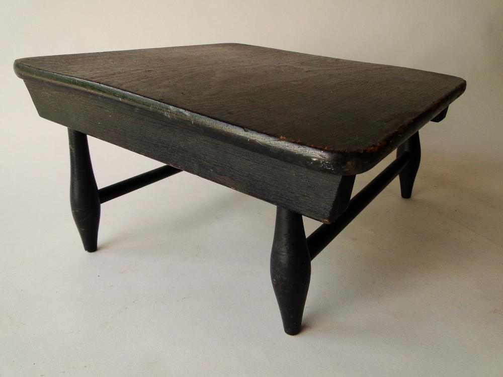 Lot 16: EARLY SHAKER STYLE FOOT STOOL
