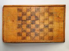 Lot 17: EARLY PRIMITIVE GAME BOARD