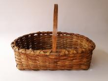 Lot 25: SMALL PRIMITIVE SPLINT BASKET