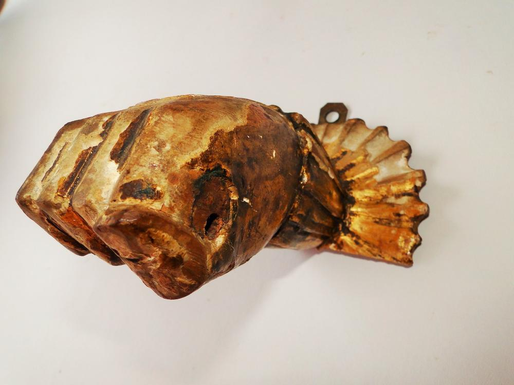 EARLY GOLD GESSO CARVED HAND