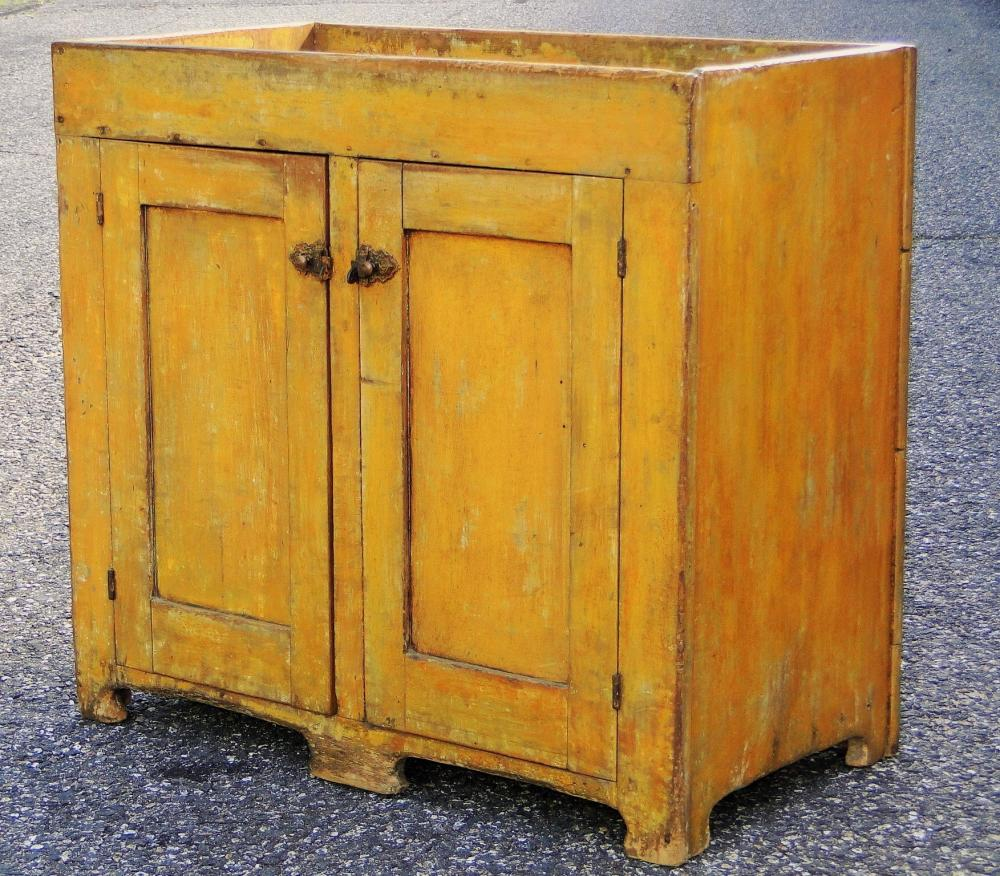 Lot 38: EARLY 19TH C CHROME YELLOW DRY SINK