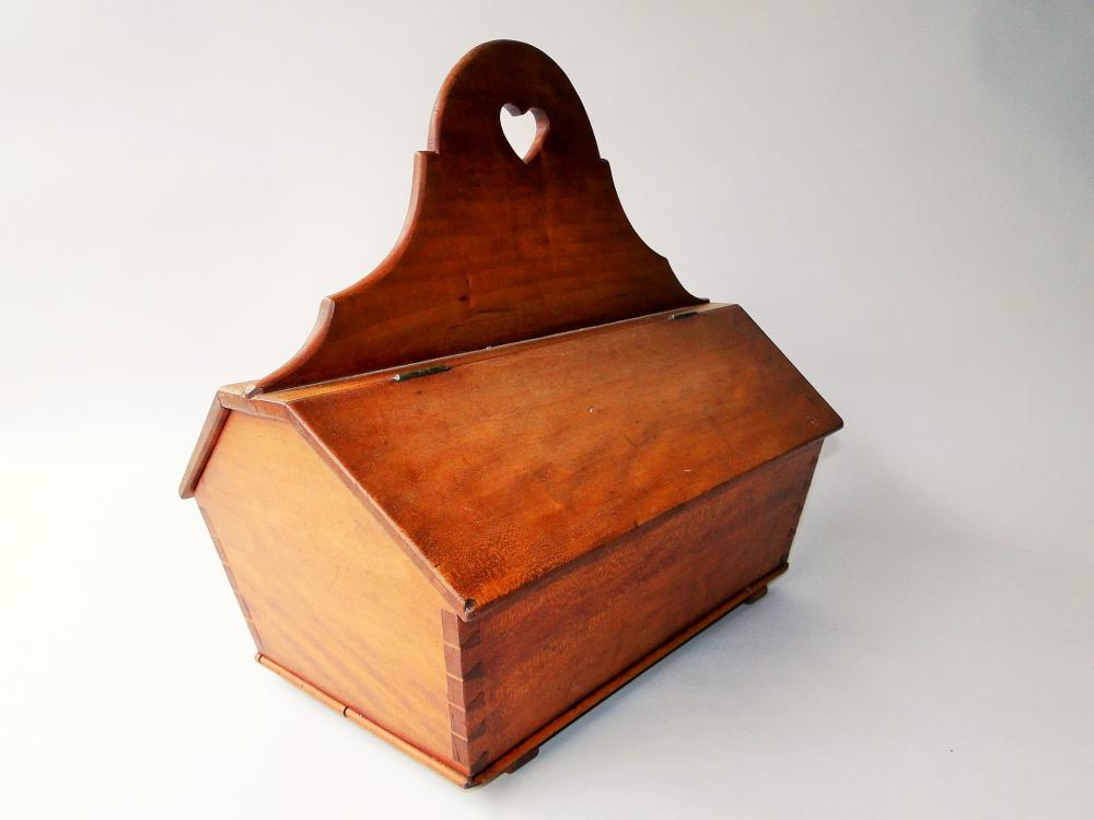 Lot 81: 18TH C LIDDED CUTLERY BOX