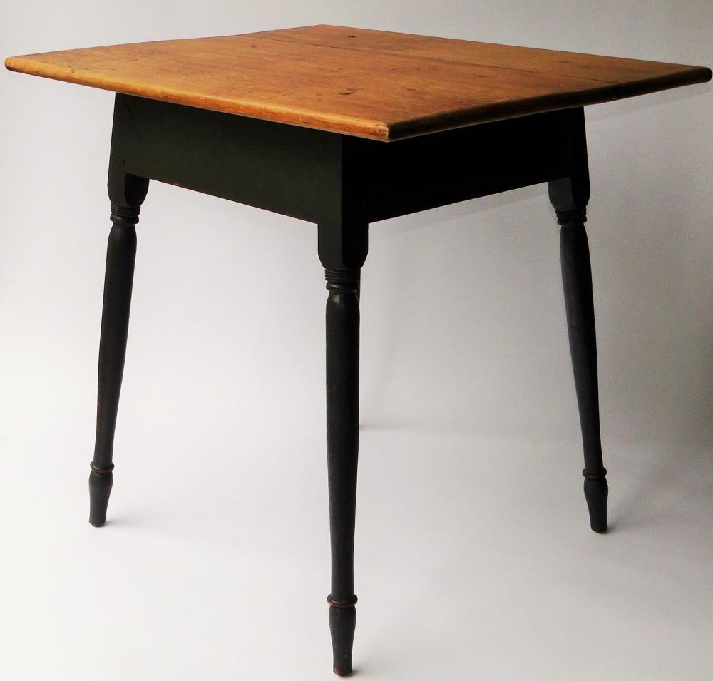 18TH C QUEEN ANNE TAVERN TABLE