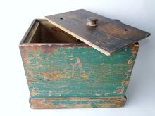 Lot 120: PRIMITIVE PAINTED BOX BUTTER CHURN