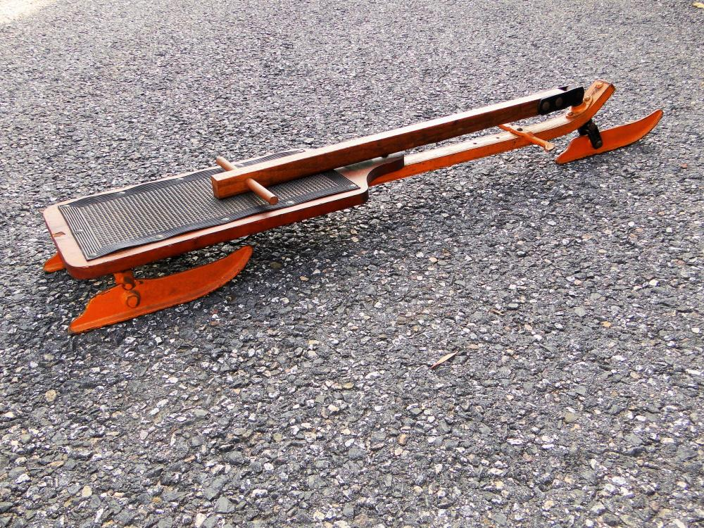 19TH C SINGLE SEAT PAINTED SLED