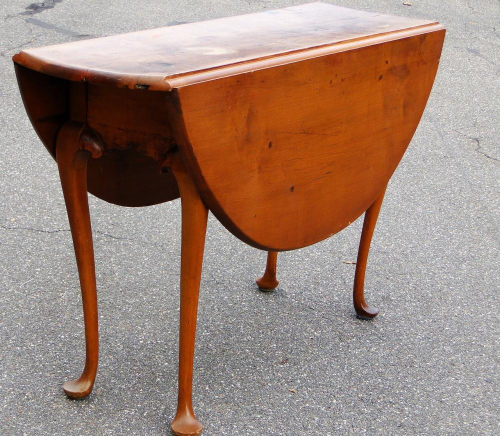 18TH C QUEEN ANNE DROP LEAF TABLE