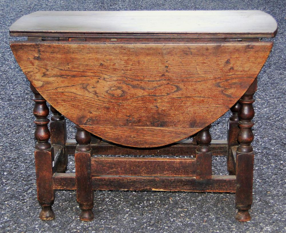 EARLY 18TH C WILLIAM AND MARY GATELEG TABLE