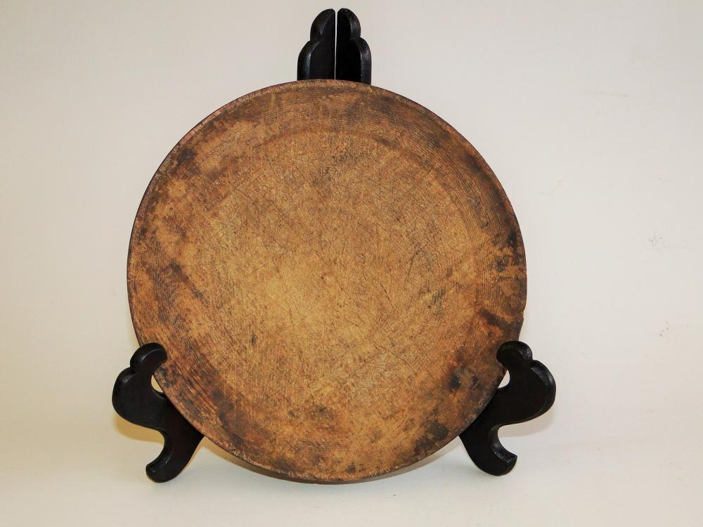 18TH C FIGURED MAPLE PLATE TREEN