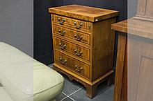 small George III style chest of drawers in walnut