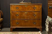 18th Cent. George II chest of drawers in walnut