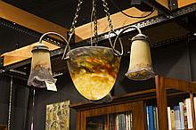 Art Deco-chandelier in brass and with bowl and shades in pâte de verre - signed