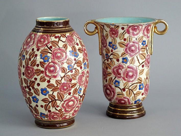 Twee (§) Art Deco-vazen in faiënce, gemerkt