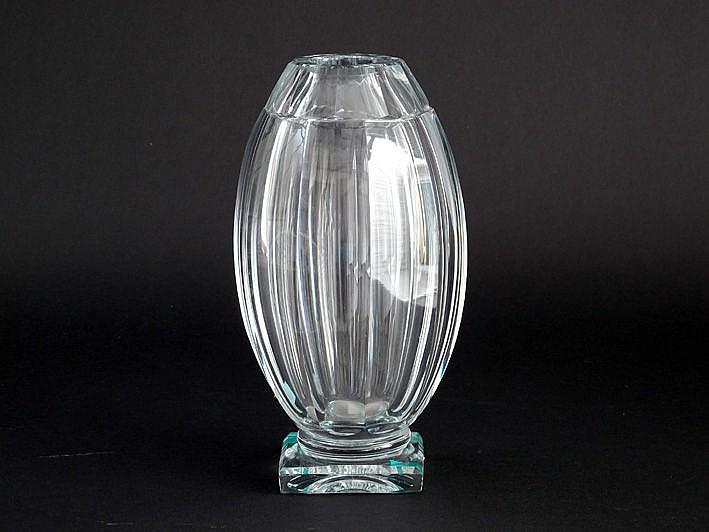 BACCARAT - FRANCE vaas in kristal - hoogte : 26 cm
