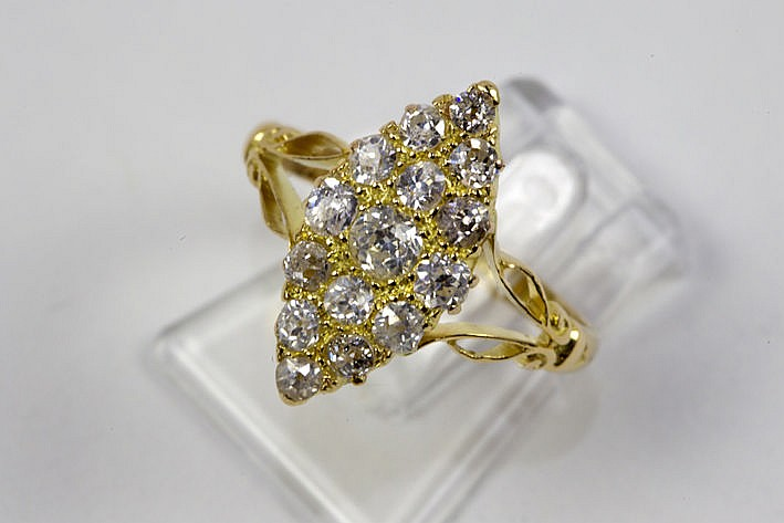 'antique' ring in yellow gold (18 carat) with ca 060 carat of high quality brilliant