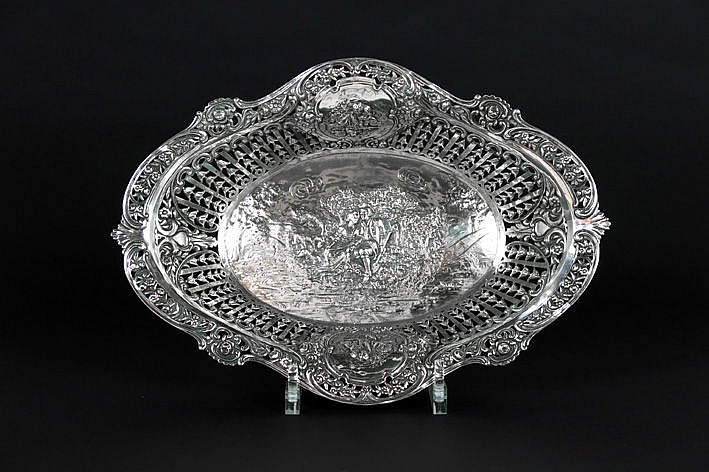 baroque basket with pierced uprising and decorated with medallions with little small cupids and central a couple in love - in massive silver marked