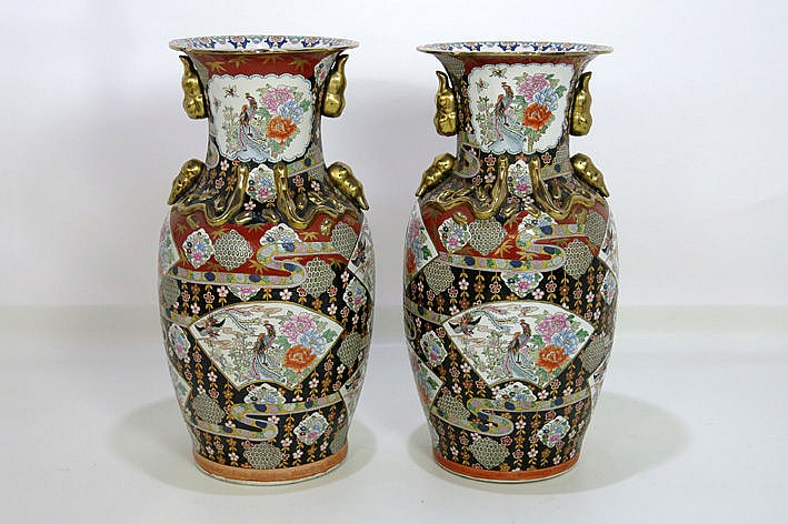 pair of (�) 20th Cent. Chinese vases in porcelain