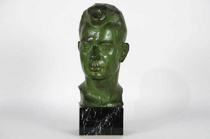 sculpture in bronze on a marble base - signed